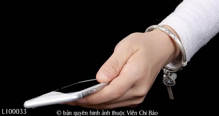 vong-tay-bac-thai-hoa-sen-mix-charm