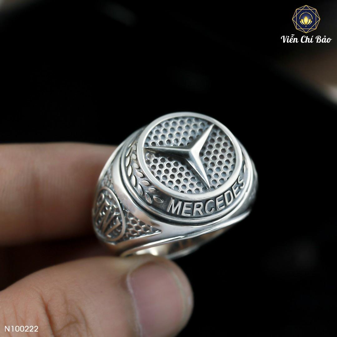 nhan-bac-thai-nam-Mercedes-Benz-bieu-tuong-cua-suc-manh-khat-khao
